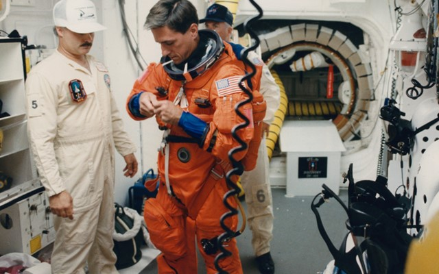 White Room preparations before boarding Discovery..jpg
